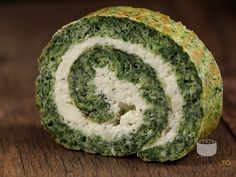 Spinach and Cheese roll Vegetarian Recipes, Cooking Recipes, Healthy Recipes, Frittata, Party Sandwiches, Good Food, Yummy Food, Romanian Food, Food Concept