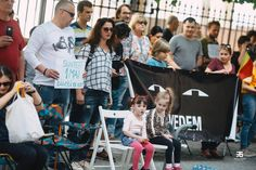 copii la protest Baby Strollers, Wrestling, Children, Sports, Baby Prams, Lucha Libre, Young Children, Hs Sports, Boys