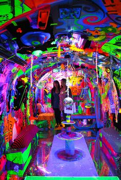 Day-Glow Camper dayglow-ify a camper. maybe could do s/t like this w/ inside of a tent for trippiest camping ever Neon Aesthetic, Aesthetic Room Decor, Art Installation, Black Light Room, Stoner Room, Hippy Room, Chill Room, Neon Room, Day Glow