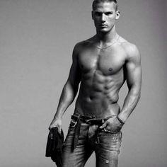 Kerry Degman #kerry #degman #jeans http://www.pandabuzz.com/es/bombon-del-dia-hombre/kerry-degman-jeans