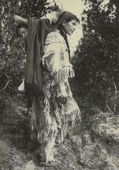 Native American woman and child Native American Heritage Month, Native American Pictures, Indian Pictures, Native American Tribes, Indian Tribes, Native American History, Native Indian, Native Art, Native Americans