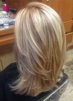 Blonde highlights with copper low lights! STYLE OF CUT I LIKE – Lady Makk Blonde highlights with copper low lights! Blonde Lowlights, Blonde Hair With Highlights, Blonde Color, Caramel Highlights, Red Blonde, Peekaboo Highlights, Purple Highlights, Medium Blonde, Medium Hair Cuts