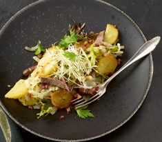 In Süddeutschland und im Tirol steht dieses Gericht als «Gröstl» auf der Speisekarte.