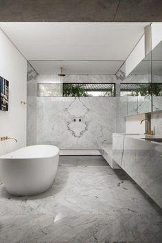 O apartamento paulistano da artista carioca (Foto: Deco Cury) #dreambathroomsluxury Diy Bathtub, Mold In Bathroom, Retro Bathrooms, Dream Bathrooms, Long Narrow Rooms, Black Cabinets Bathroom, Bathroom Layout, Bathroom Ideas, Bathroom Inspiration