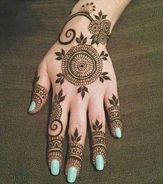 Simple Omani Henna Designs for Hands, Muscat Mehndi Facebook Pics 2015