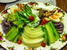 Patavahti: Täyttävä salaatti jos välttelet hiilareita. Paljon...