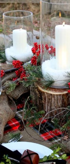 Really nice, rustic Christmas dining tablescape—smart way to create different elevations by using the logs as a base❣