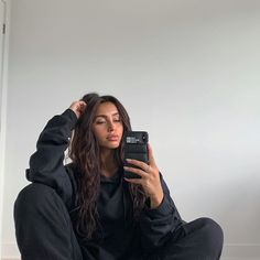 Aesthetic Photo, Aesthetic Girl, Aesthetic Pictures, Cute Poses For Pictures, Picture Poses, Insta Baddie Makeup, Claudia Tihan, Arabian Beauty, Insta Pictures