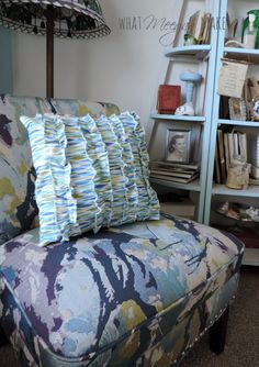 Ruffle Throw pillow tutorial at @whatmeeganmakes/