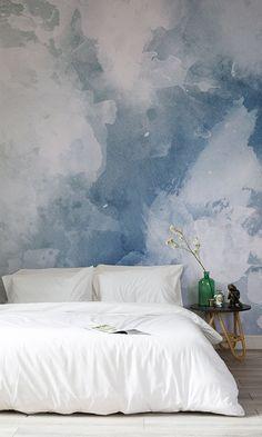 Questo design combina ad arte diverse tonalità di blu e bianco per dare vita a una carta da parati ad acquerello particolarmente d'effetto se usata in cucina o nel foyer.