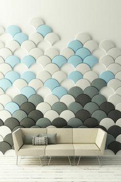 carrelage mural bleu, gris et blanc pour le salon, en relief et en arc de cercle pour créer une pièce unique !
