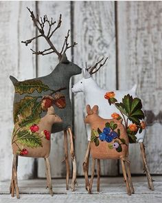 Photo by Handmade on February Diy And Crafts, Christmas Crafts, Arts And Crafts, Christmas Decorations, Christmas Ornaments, Noel Christmas, Handmade Christmas, Decoration Vitrine, Soft Sculpture