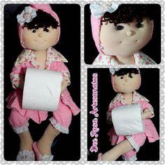 Depois de tantos moldes, e experiências, escolhi a cabeça de uma artesã, corpo de outra e criei a boneca porta-papel higiênico Dee Rosa A...