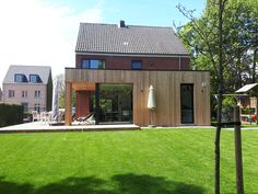 Houtskelet aanbouw in Beerse - gevelbekleding thermowood grenen Houtskelet aanbouw in Beerse - gevelbekleding thermowood grenen Wood Cladding Exterior, Rear Extension, House Extensions, Cabins In The Woods, Big Houses, Traditional House, Home Bedroom, Decoration, Sweet Home