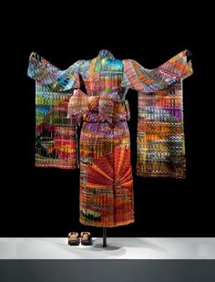The image above just goes to prove that glass is incredibly versatile in terms of what can be done with it. This is the first in a series of four freestanding life-size kimonos representing the four seasons during different times of the day. This kimono is made of 19 separate pieces of woven glass supported by a metal mannequin. At 125 pounds, it is the largest woven glass structure in the world.