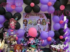 Monster High Party Idea - black, pink and purple balloons on wall! Festa Monster High, Monster High Birthday, Monster High Party, Monster High Dolls, Monster High Decorations, 10th Birthday Parties, Birthday Ideas, 8th Birthday, Draculaura