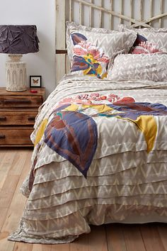 Cool color combo, great for couple bed - not obnoxiously girly but with some cool softness.