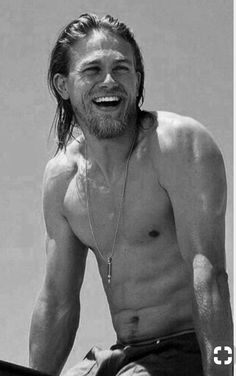 Love that smile Pretty People, Beautiful People, Charlie Hunnam Soa, Jax Teller, Sons Of Anarchy, Shirtless Men, Famous Men, Bearded Men, Gorgeous Men