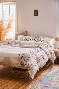 Shop Shea Printed Gauze Duvet Cover at Urban Outfitters today. We carry all the latest styles, colors and brands for you to choose from right here. Louis Xvi, African Bedroom, Duvet Covers Urban Outfitters, Boho Duvet Cover, Design Furniture, King Duvet, Bedroom Styles, Decoration, Quartos