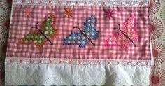Estas bellezas son realizadas por mi madre y mi tía que tienen unas manos maravillosas, son toallas decortesía                        ... Sashiko Embroidery, Vintage Embroidery, Ribbon Embroidery, Embroidery Stitches, Chicken Scratch Patterns, Chicken Scratch Embroidery, Check Fabric, Filet Crochet, Cross Stitching
