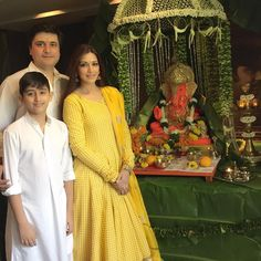 Many Bollywood celebs celebrated the festival of Ganpati Bappa in their own charming way. Ganesh Chaturthi 2016 filled the life of some with enthusiasm Flower Decoration For Ganpati, Ganpati Decoration Design, Mandir Decoration, Ganapati Decoration, Wedding Decoration, Ganesh Pooja, Ganesh Utsav, Ganesh Chaturthi Decoration, Home Flower Arrangements