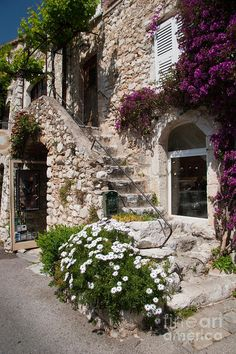 Medieval French town of Saint Paul De Vence near de French Riviera_ France