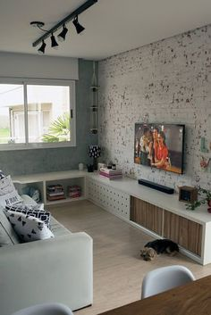 Having small living room can be one of all your problem about decoration home. To solve that, you will create the illusion of a larger space and painting your small living room with bright colors c… Living Room Modern, Interior Design Living Room, Home And Living, Living Room Designs, Living Room Decor, Living Rooms, Modern Bedroom, Small Home Interior Design, Appartement Design Studio