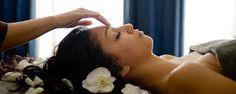 Hot Stone massage - piacevole massaggio detossidante, rilassante e drenante grazie all'azione combinata di oli essenziali e pietre calde di origine basaltica. I tessuti risultano profondamente drenati e tonici . Ti aspettiamo il 12 Dicembre al Juice  Party !