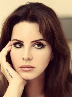 Pinterest : mutinelolita /// born to adore Lana Del Rey