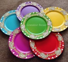 Paisley Shisha Thaal  Dimension:33cm diameter ❤️ ________________________  #hennaparty #thaali #design #homedecor #henna #hennaartist #interiordecor #thaals #mendhi #decor #mehndiartist #wedding #paisley #indian_weddings #mehndiplate #shaadi #asianwedding #crafts #mehndi #pakistani #indian #mughal #doodhpilai #shaadiseason #hennadesign #mehndithaal #thaal #dholki #desiwedding #weddingphotography