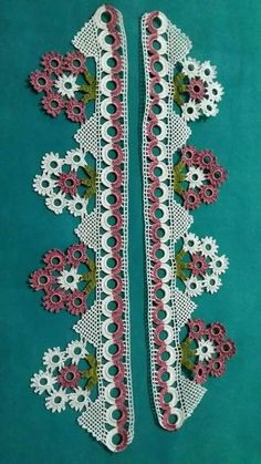 Kenar Dantelli Örnekler Crochet Borders, Cross Stitch Borders, Filet Crochet, Knit Crochet, Diy And Crafts, Arts And Crafts, Crotchet Patterns, Crochet Table Runner, Crochet Flowers