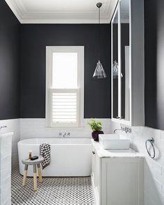 Salle de bain gris et blanc