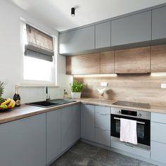 Jakże ważne jest, aby w kuchni było wystarczająco miejsca do wygodnego przygotowywania posiłków!  O czym warto pamiętać? 🌸 Przede wszystkim… Kitchen Cabinets, Interior Design, Projects, Home Decor, Restaining Kitchen Cabinets, Nest Design, Homemade Home Decor, Home Interior Design, Kitchen Base Cabinets