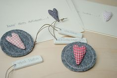 Inspiration: grey felt, gingham hearts and polymer clay gift tags from miniKUNST.