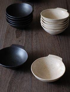 器・UTSUWA&陶芸blog -love the simplicity of these - i think I could do the handles