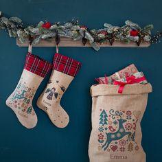 Ajouter une touche de magie supplémentaire à la nuit de Noël. Pour y glisser cadeaux et gourmandises. Fabrication française. Ajouter, Point, Christmas Stockings, Holiday Decor, Home Decor, Xmas, Pictures, Christmas Night, Custom Products