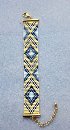 off loom beading techniques Loom Bracelet Patterns, Bead Loom Bracelets, Bracelet Crafts, Bead Loom Patterns, Beaded Jewelry Patterns, Woven Bracelets, Handmade Bracelets, Beading Patterns, Bead Loom Designs