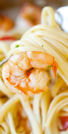Garlicky buttery shrimp scampi linguine – quick & easy recipe that you can make in one pot for the family, super yummy! | rasamalaysia.com