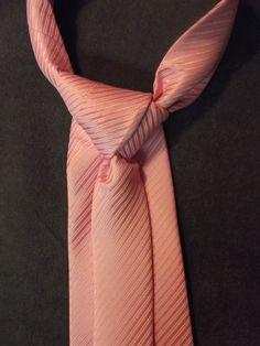 nieuwste serie Jerryaan-Doble stropdassen. Prachtig roze zijden stropdas met de unieke stropdasknoop. Ook hier wordt er maar een van gemaakt. Doordat alles handwerk is is ook alles uniek.