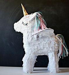 pinata licorne blanc, idée de pinata anniversaire pour surprendre sa petite fille