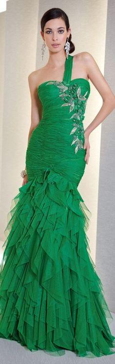A perfect green prom dress.. :)  #jewelexi #promdress