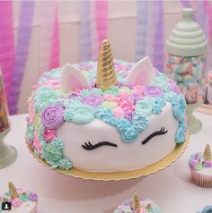 A Unicorn Cake 🦄🎂 Ein Einhornkuchen 🦄🎂 Unicorn Birthday Parties, Birthday Party Themes, Girl Birthday, Birthday Cake, Birthday Ideas, Birthday Diy, Unicorn Foods, Unicorn Cakes, Party Cakes