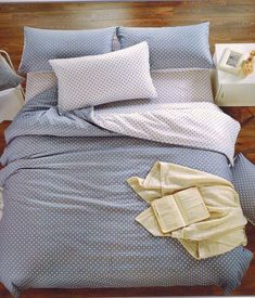 Nove sive Botky č 4 Comforters, Blanket, Bed, Home, Creature Comforts, Quilts, Stream Bed, Ad Home, Blankets