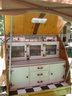 tear-drop caravan - about the best arrangement that I have seen for one of these!
