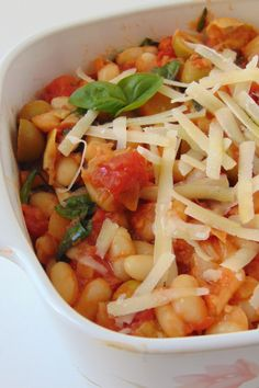 Alubias a la puttanesca Salsa Italiana, Deli, Tasty, Ethnic Recipes, Food, Chickpeas, Cooking Recipes, Dishes, New Recipes