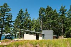 Contemporary Cabin with Intriguing Design Details in Washington State - http://freshome.com/2011/08/29/contemporary-cabin-with-intriguing-design-details-in-washington-state/