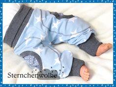 *Mit Liebe genähte Pumphose mit zwei Taschen _Stars for Boys_ zum spielen, toben, kuscheln...* Die gemütliche, weiche Pumphose besteht aus 95% ÖKOBaumwolle und lässt sich angenehm auf der Haut...