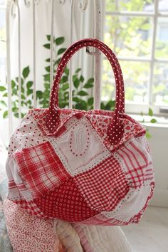Looks so very vintage and romantic.   I just love this.  Might not ever use it s a purse, but it would make a fun pillow.