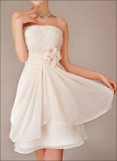 Kurzes Chiffon Brautkleid mit Blüten Standesamt by Lafanta