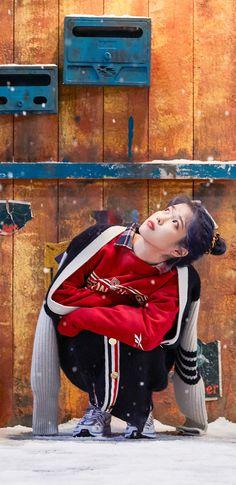 아이유 Blueming(블루밍) 비하인드 폰 배경화면 & 잠금화면 51장 (갤럭시 노트8, 노트9, S8, S9) Just Girl Things, Pretty Wallpapers, Korean Beauty, Alter, My Girl, Kdrama, Celebs, Singer, Kpop